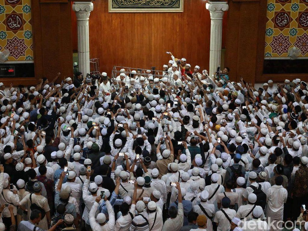 Tiba di Az-Zikra, Lantunan Zikir Sambut Jenazah Ustaz Arifin Ilham