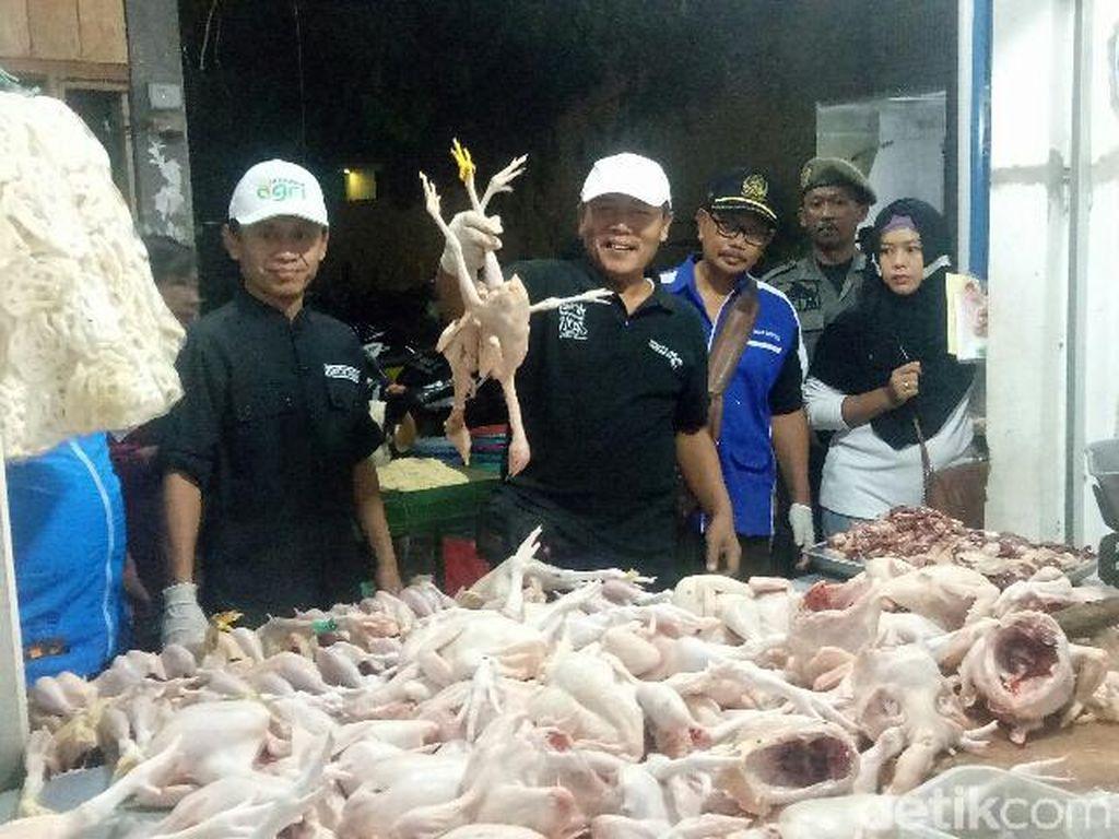Dinas Pertanian Cek Ketersediaan Daging dan Ayam di Pasar Banyuwangi