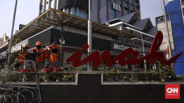 Pusat perbelanjaan Sarinah ikut rusak usai aksi 22 Mei di depan Bawaslu.