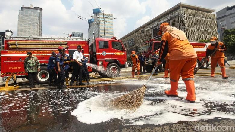 Anies Bikin Jalan MH Thamrin Kinclong
