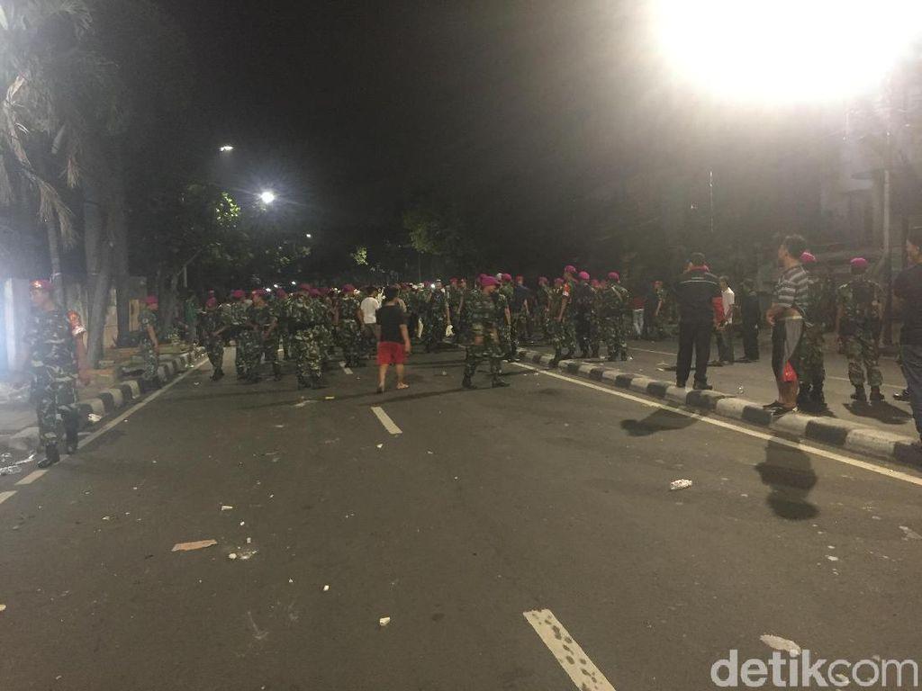 Redakan Massa di Slipi, Polisi Selawat Bareng Tokoh Masyarakat