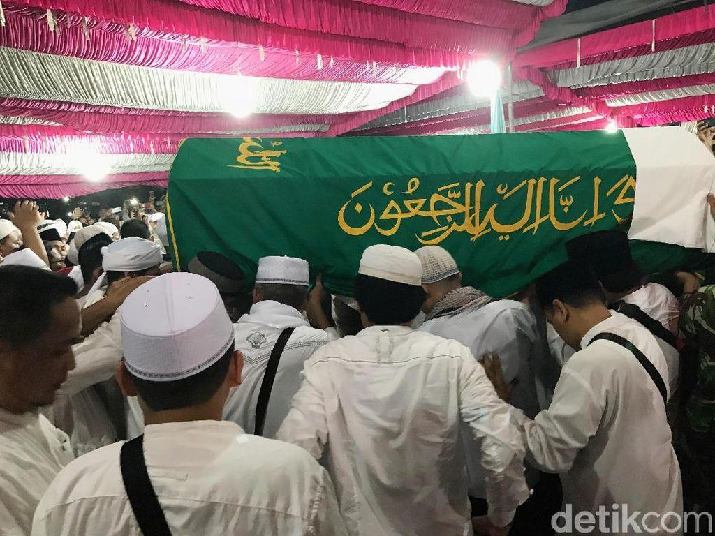 Putra Kedua Ustaz Arifin Ilham Akan Teruskan Dakwah Sang Ayah