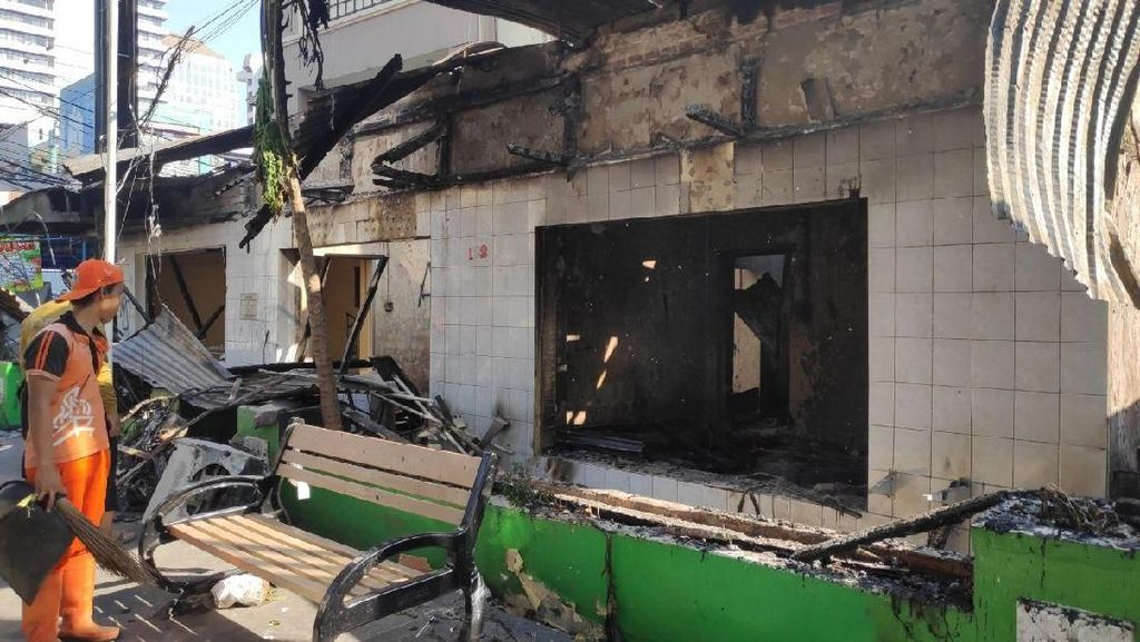 Potret Sisa Kericuhan di Sabang: Pos Polisi Hangus hingga Restoran Rusak
