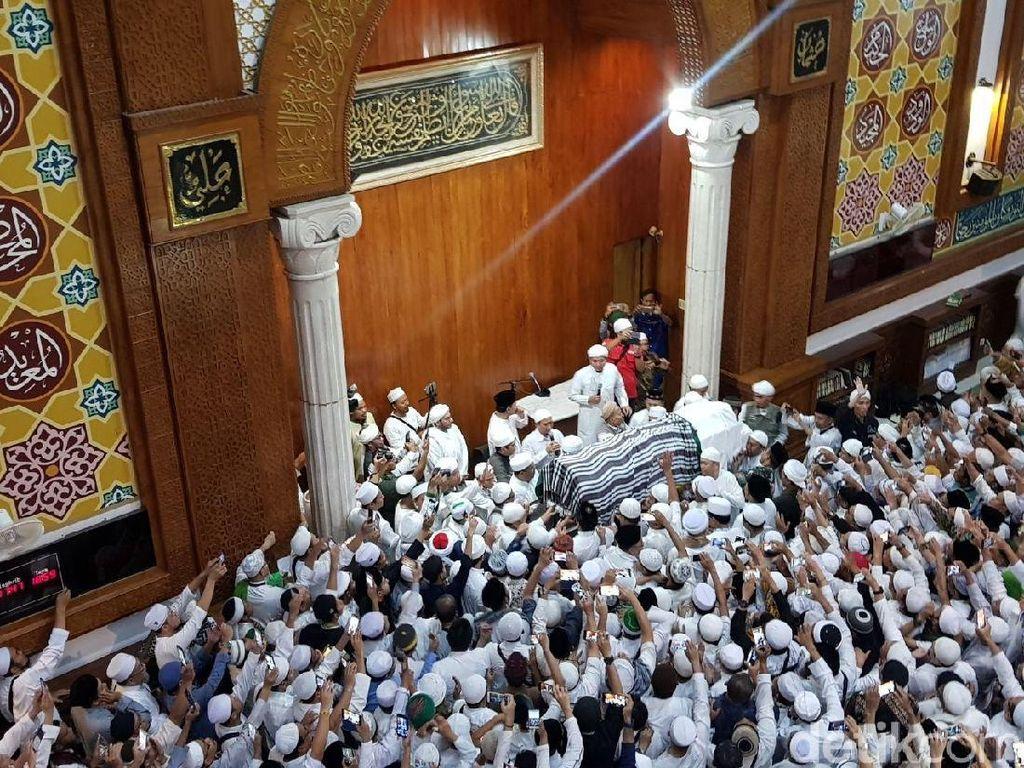 Jenazah Ustaz Arifin Ilham Disalatkan Ribuan Jemaah Sebelum Azan Maghrib