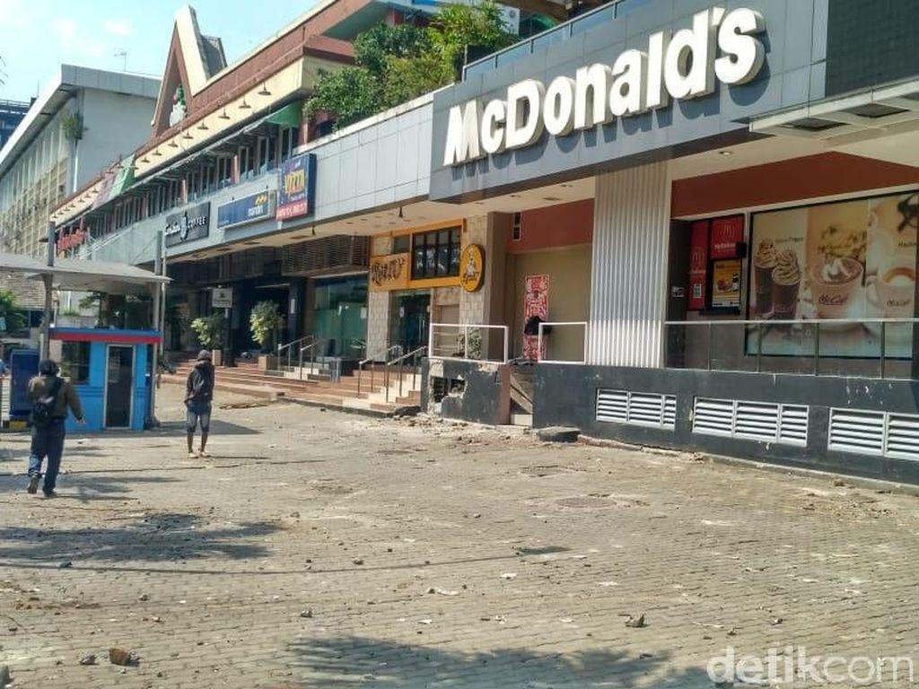 McDonalds Sarinah Jadi Saksi Bisu Kerusuhan hingga Tembok Bolong