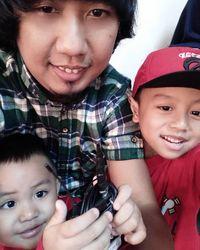 Ade Jigo dan kedua anaknya/