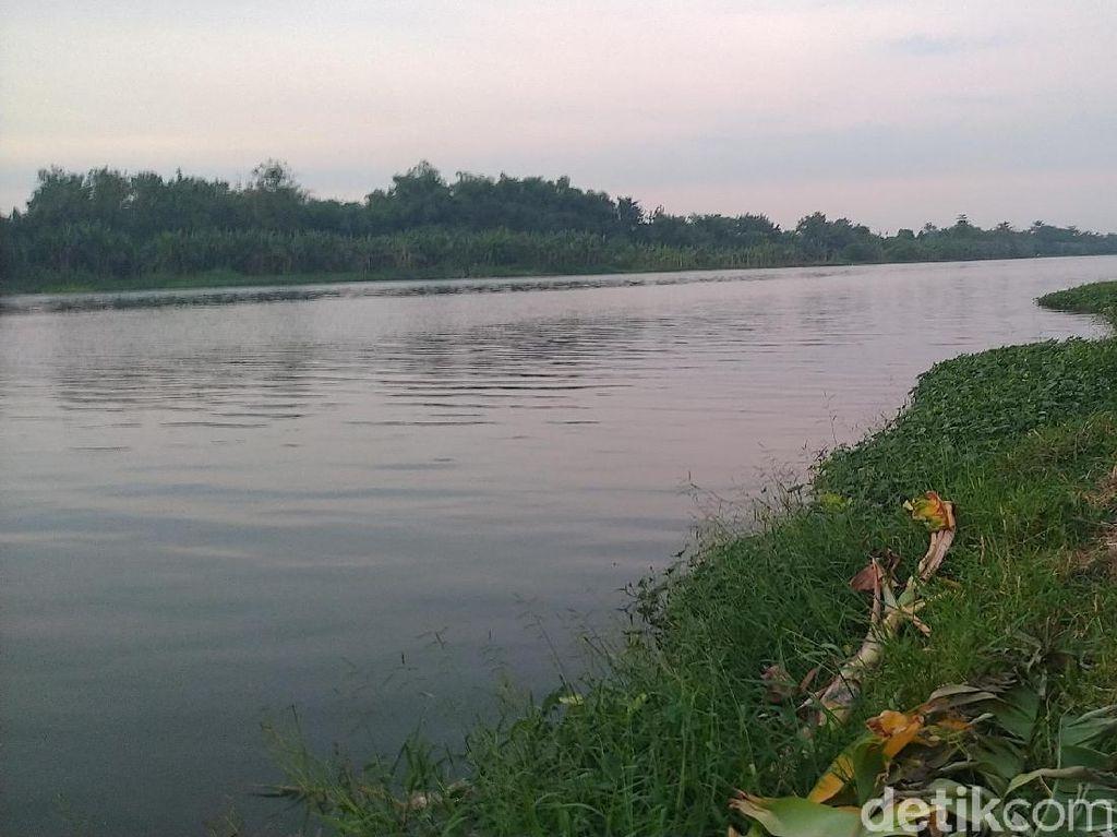 Mayat Pria Bertato Ditemukan di Pinggir Sungai Mojokerto