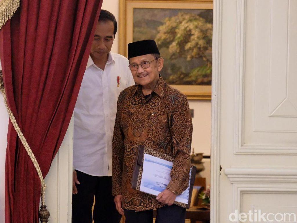 BJ Habibie Bertemu Jokowi di Istana