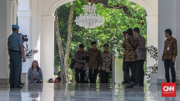 Presiden ke-3 RI BJ Habibie bertemu dengan Presiden Joko Widodo di Istana Merdeka, Jakarta, Jumat (24/5).