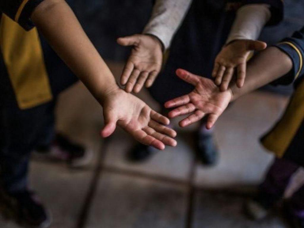 Anak-anak yang Akan Diadopsi Dipamerkan di Mal Brasil, Publik Geram
