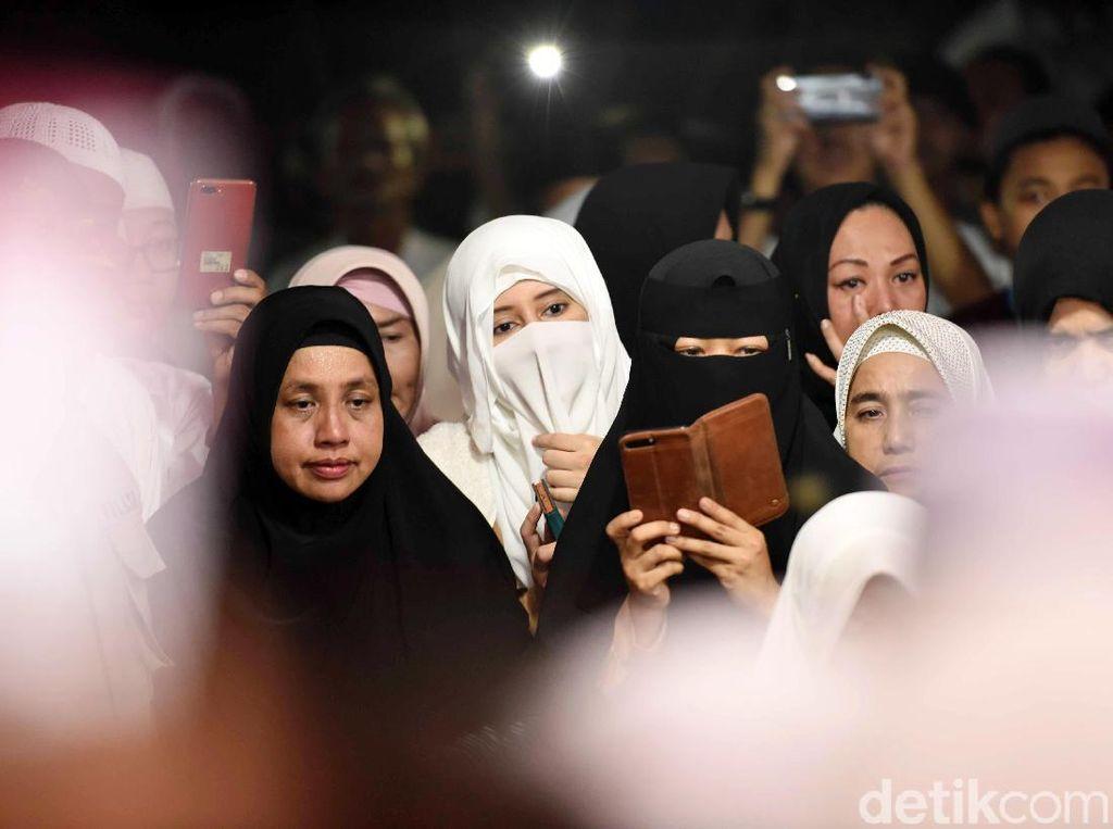 Doa Para Istri di Setahun Meninggalnya Ustaz Arifin Ilham