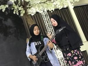 H-1 Grand Final, Lisa Berlatih Vokal Diiringi Gitar Elektrik Delvi