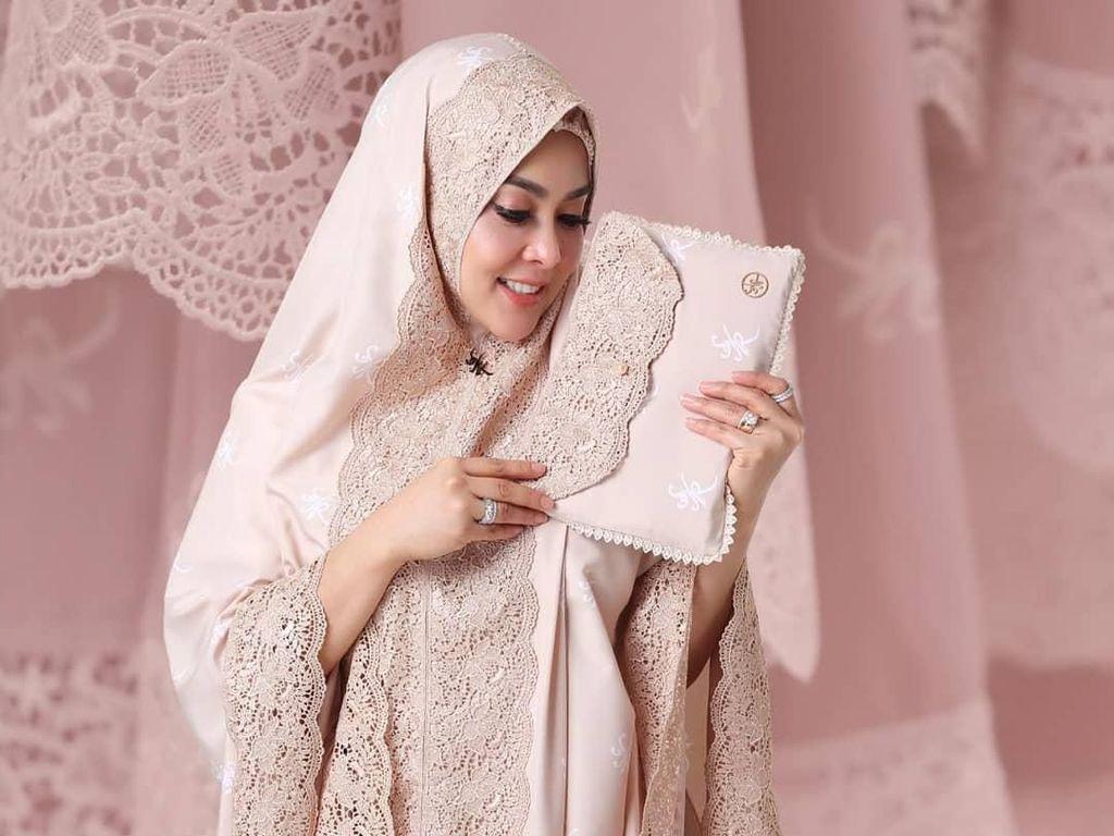 Sold Out, Mukena Rp 3,5 Juta Syahrini Dicari Orang Malaysia hingga Singapura