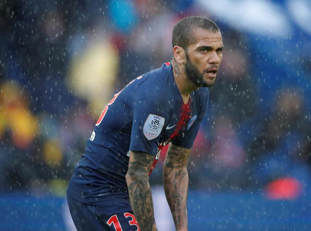 Dani Alves Ingin Jajal Premier League