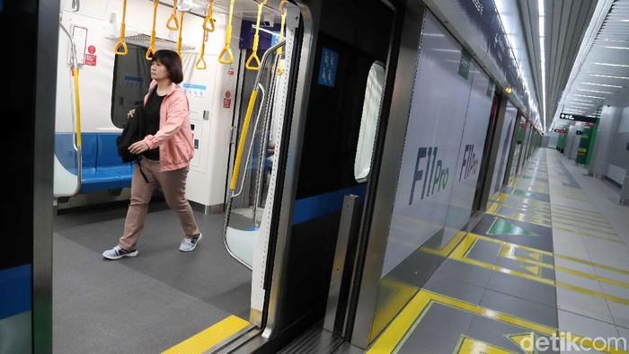 Fasilitas khusus disabilitas seperti lift di MRT Jakarta sering disalahgunakan. (Foto: Pradita Utama)