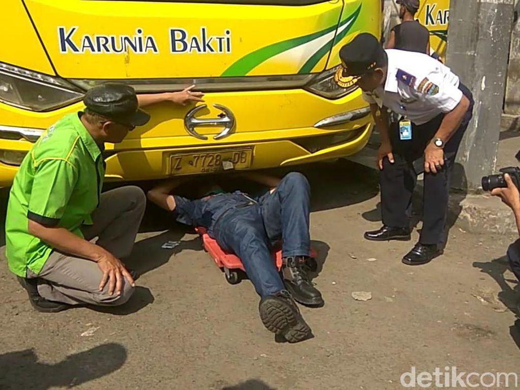 Petugas Kandangkan 30 Angkutan Tak Laik Jalan di Tasikmalaya