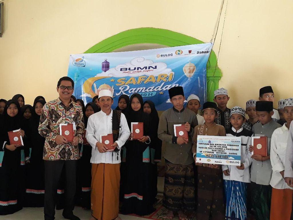 Bulog Salurkan Rp 400 Juta Bantuan ke Yayasan dan Ponpes di Banten