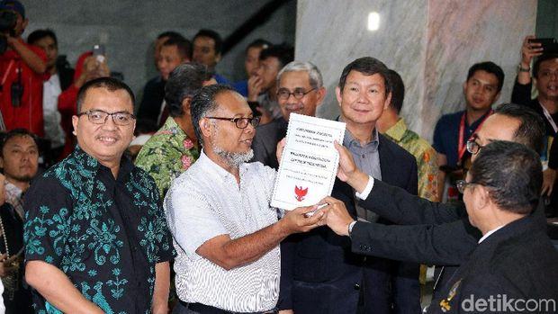 Terang Redup Karir Denny Indrayana yang Kini Bela Prabowo di MK