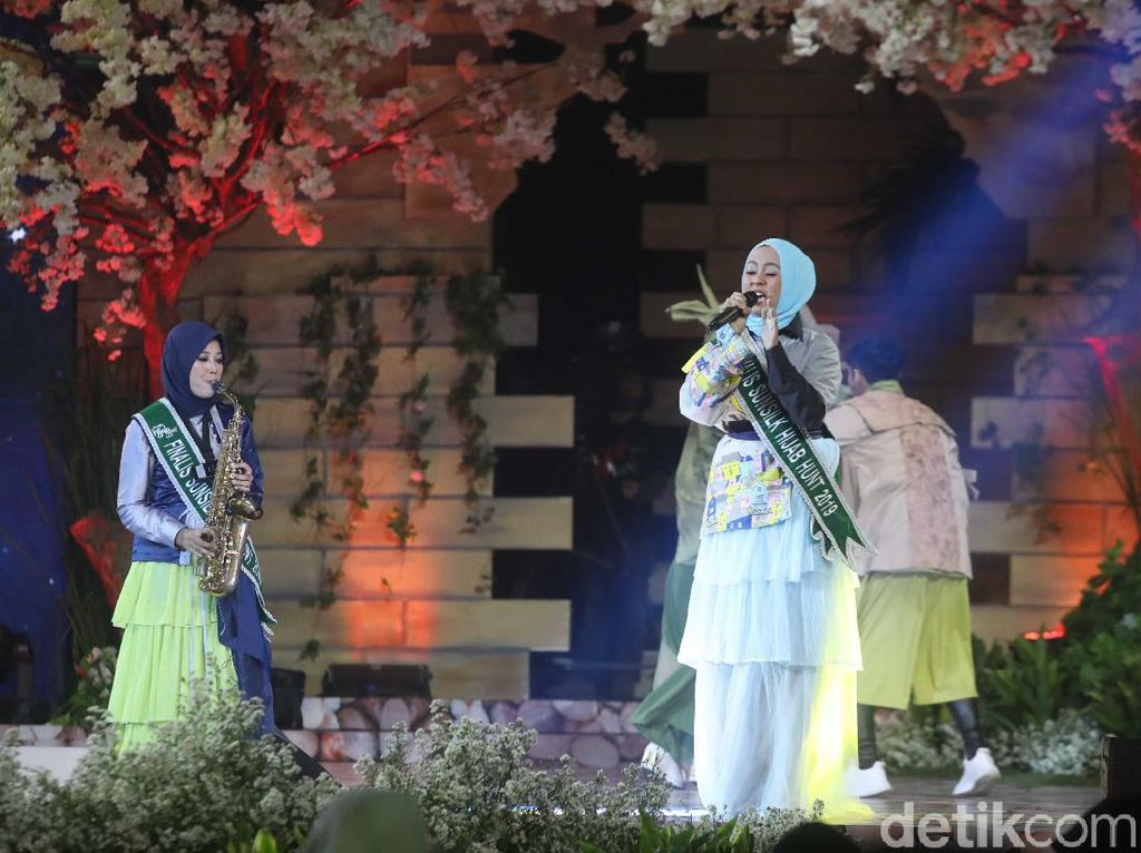 Nirina Terhanyut dengan Permainan Saxophone Finalis Sunsilk Hijab Hunt 2019