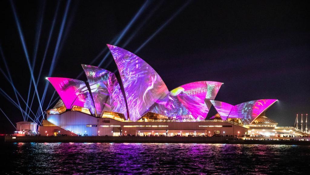 Terpukau Keindahan Warna-warni Cahaya di Vivid Sydney 2019
