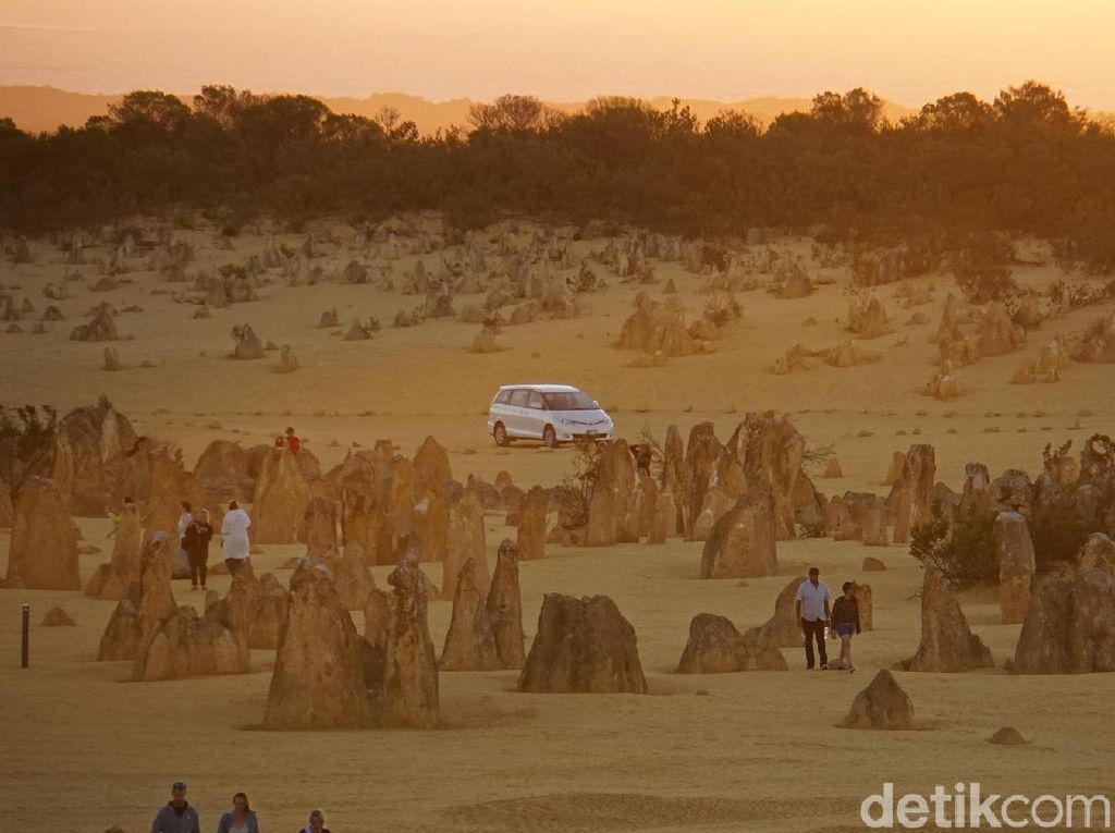 Foto The Pinnacles, Gurun Ajaib dari Australia Barat