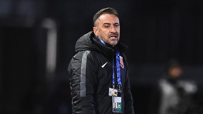 Vitor Pereira saat ini menjabat sebagai pelatih klub Liga China, Shanghai SIPG. Dia dibayar 7,5 juta euro selama setahun atau setara Rp 120 miliar. (Foto: Stu Forster/Getty Images)