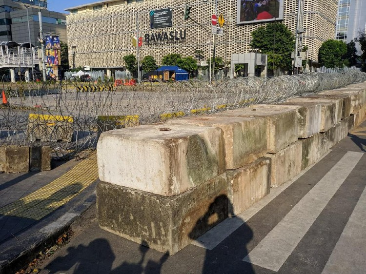 Pasca-rusuh 22 Mei, Jl MH Thamrin Depan Bawaslu Masih Ditutup