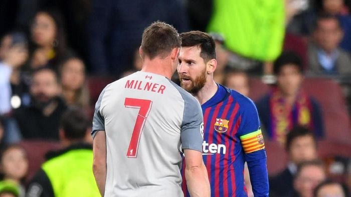 James Milner dan Lionel Messi beradu argumen di laga Barcelona vs Liverpool di Camp Nou, 2 Mei 2019. (Foto: Michael Regan/Getty Images)