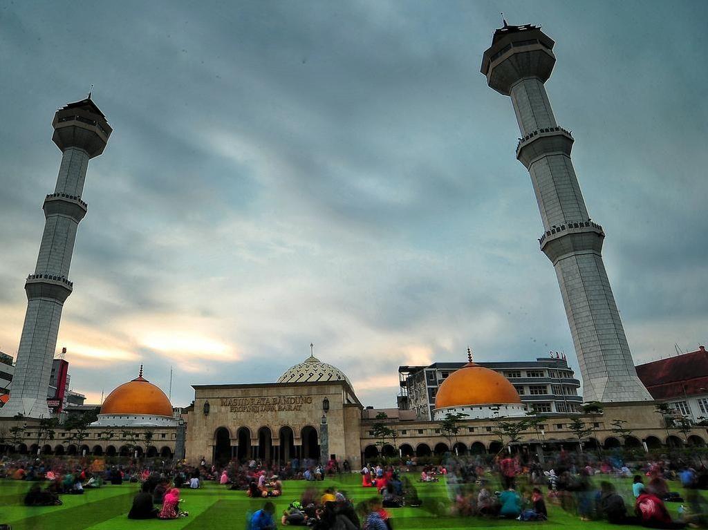 Masjid Raya Bandung, Destinasi Wisata Religi di Tengah Kota