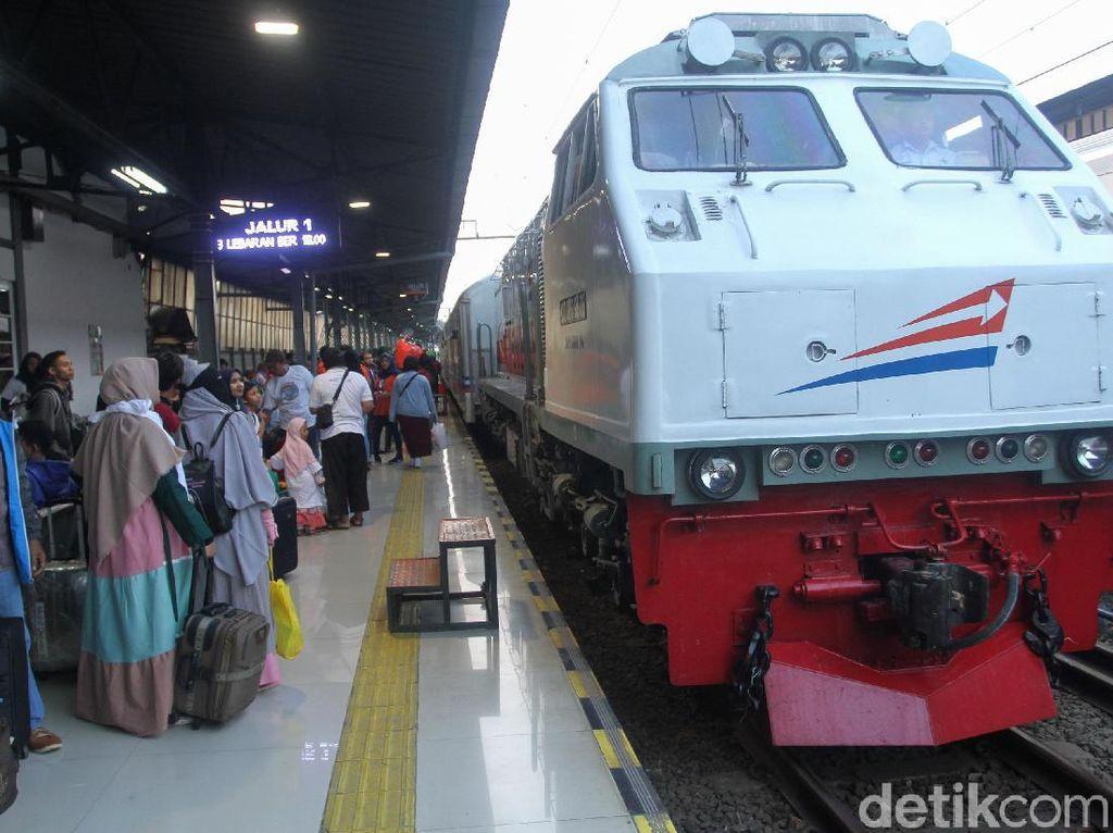 Jemput Penumpang, 12 KA dari Stasiun Gambir akan Berhenti di Jatinegara