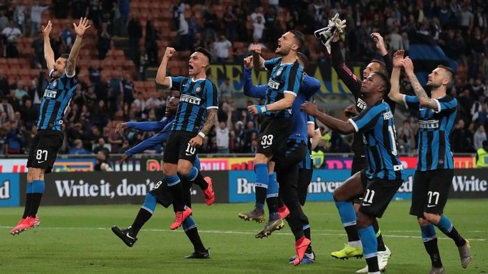 Keberhasilan Inter Milan kembali ke Liga Champions tak terlepas dari dukungan kuat sang pemilik, Zhan Jindong. Bos Suning ini diperkirakan punya kekayakan 5,2 miliar pound atau sekitar Rp 94,6 triliun. (Foto: Emilio Andreoli/Getty Images)