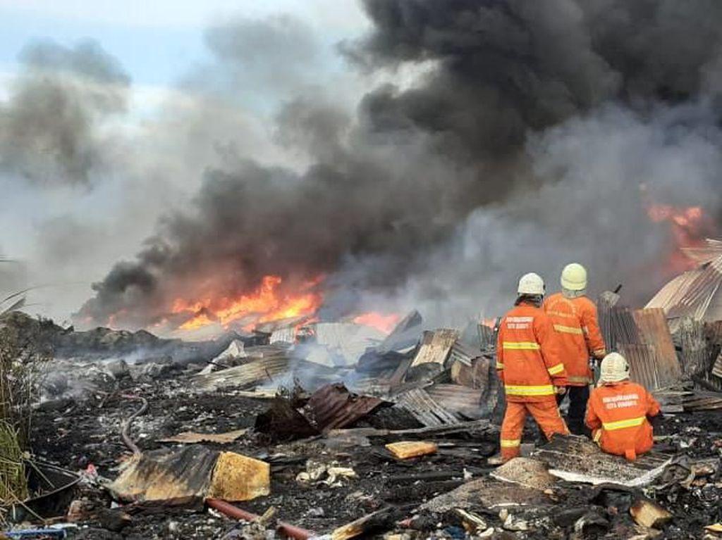 Gudang Rongsokan di Surabaya Terbakar, Sebuah Pikap Juga Ikut Hangus