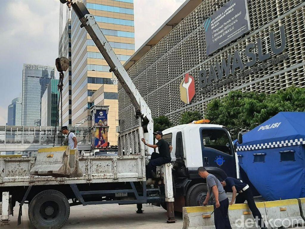 Sore Ini, Jalan MH Thamrin Mulai Dibuka