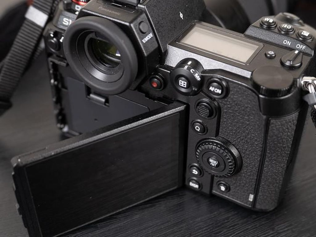 Lumix S1R, Mirrorless Full Frame Panasonic untuk Profesional