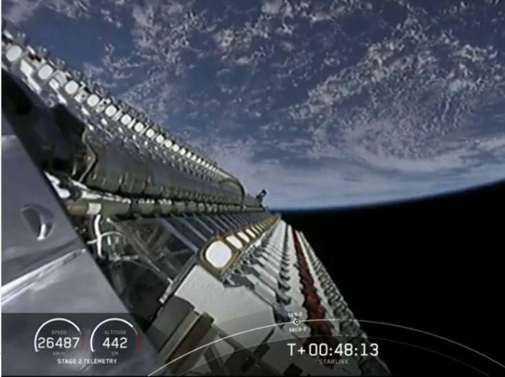 Satelit Eropa & Starlink-nya SpaceX Nyaris Jadi Sampah Antariksa