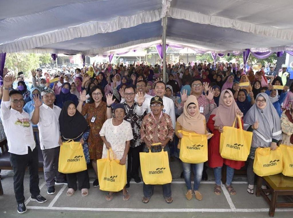Gandeng Bank Mandiri, Kemendes Gelar Pasar Sembako Murah di Karawang