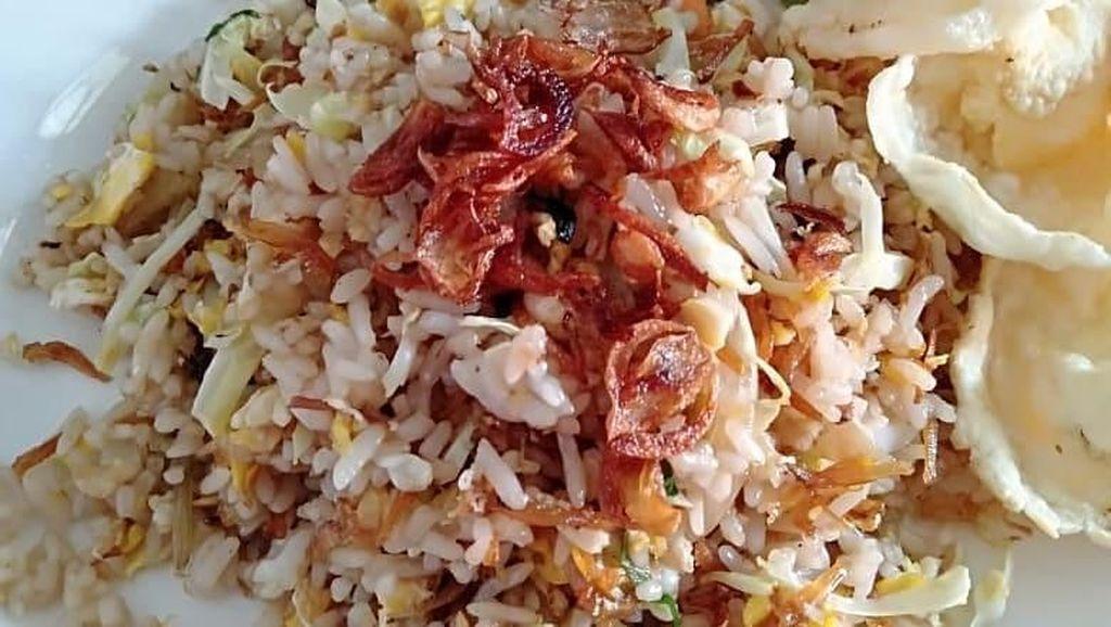 Tambah Semangat! Makan Sahur Pakai Nasi Goreng Ikan Asin yang Sedap