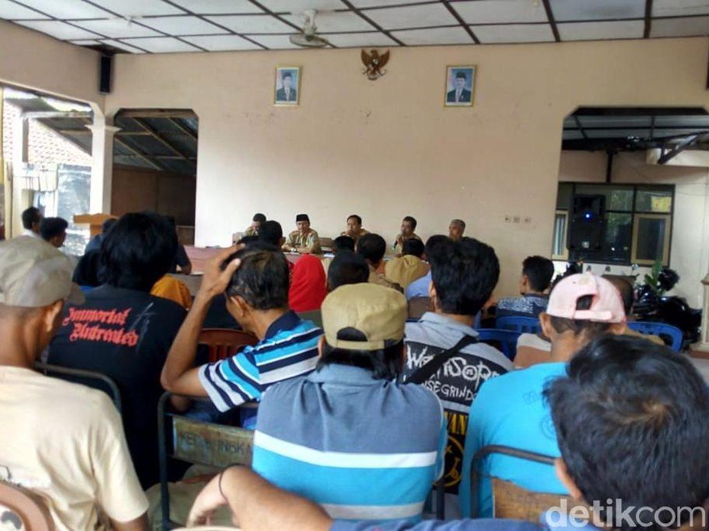 Pendukung 01 Geruduk Kantor Camat di Ponorogo Tuntut Pilkades Ulang