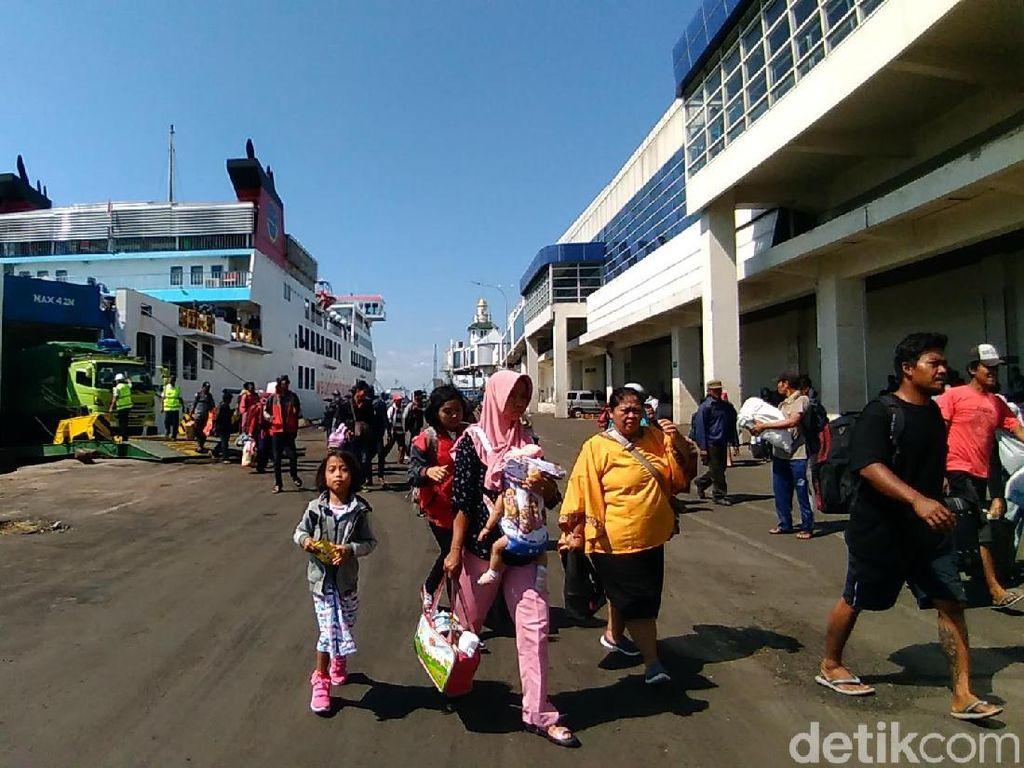 Pelabuhan Tanjung Perak Mulai Disesaki Pemudik dari Luar Pulau