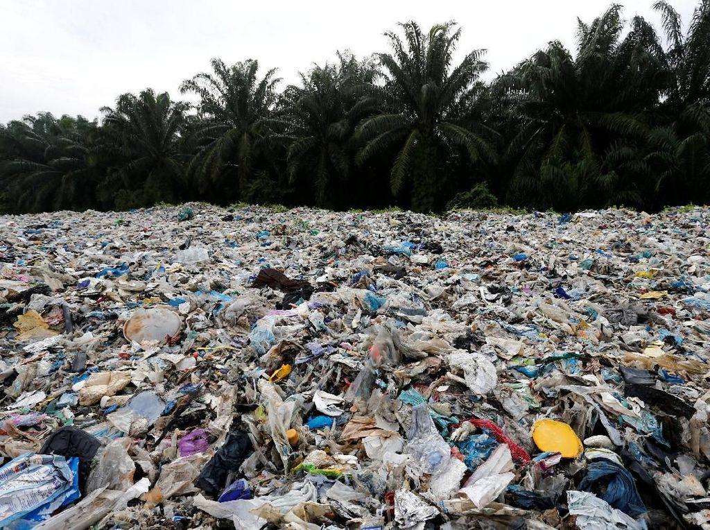 Malaysia Kembalikan Kiriman 3 Ribu Ton Sampah Plastik ke 14 Negara