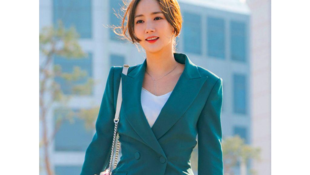 10 Inspirasi Baju Kerja Ala Park Min Young di Drama Korea