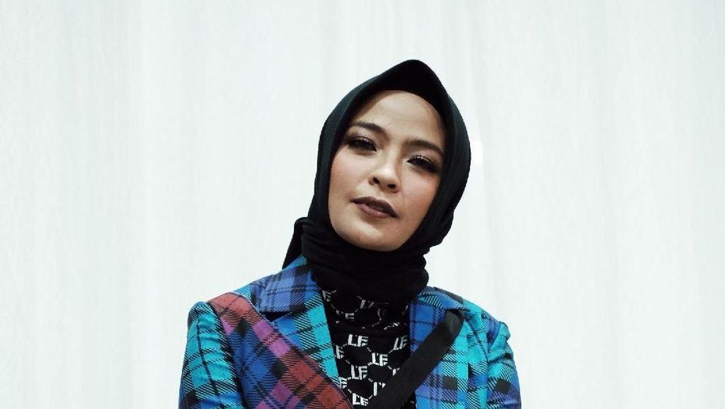 Foto: Ini Cara Bergaya Hijab Rock And Roll Ala Tantri Kotak