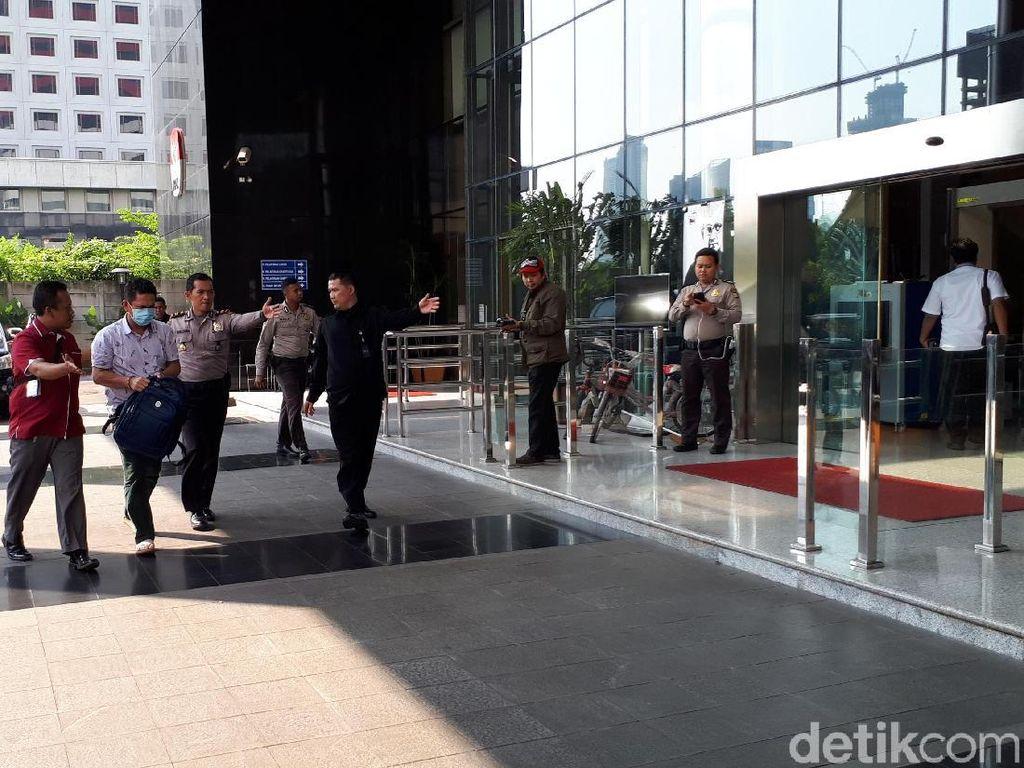 5 Orang yang Terjaring OTT Pejabat Imigrasi di NTB Tiba di KPK
