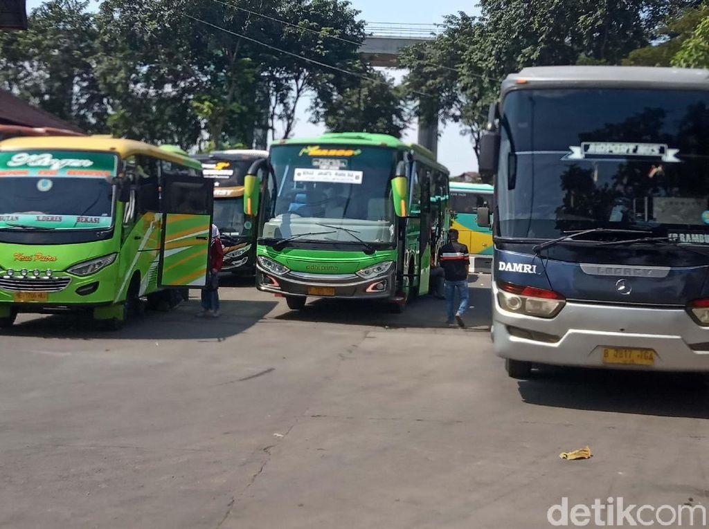 Nasib Tragis Pengusaha Angkutan: Bus Dikandangkan, Sopir Dirumahkan