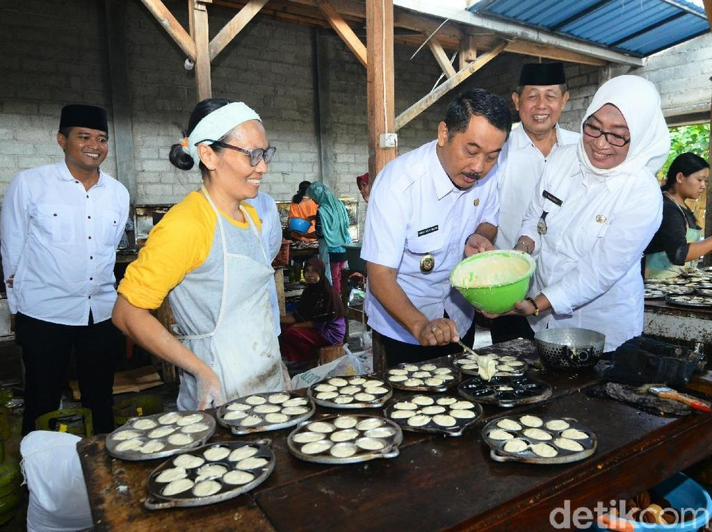 Jelang Lebaran, Produksi Kue Kering Pengusaha di Banyuwangi Melonjak