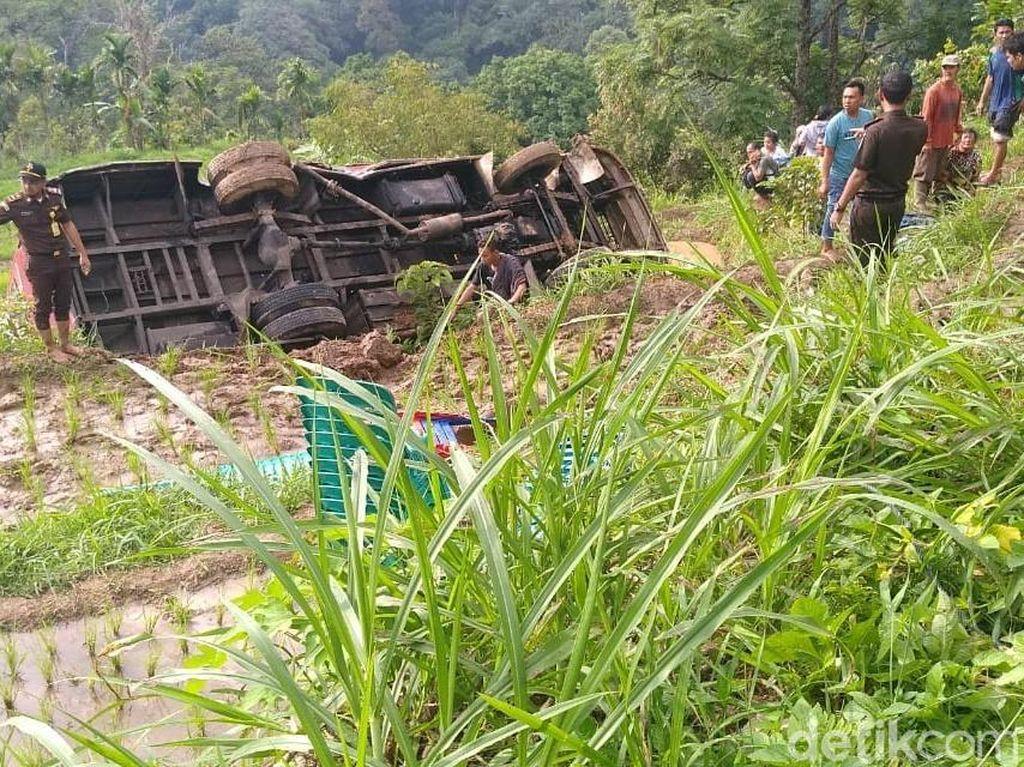 Bus Masuk Jurang di Kelok 44 Sumbar, Sejumlah Penumpang Terluka