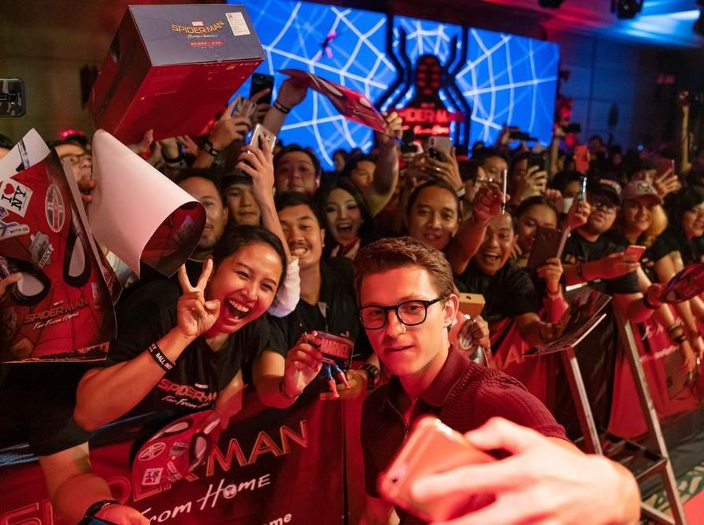 Aksi Tom Holland di Spider-Man: Far from Home