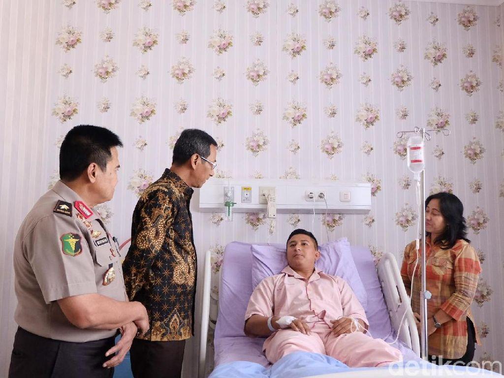 Wakili Jokowi, Kasetpres Jenguk Polisi Korban Rusuh 22 Mei di RS Polri