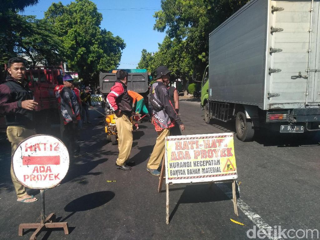 Dukung Arus Mudik, Jalan Kabupaten yang Rusak di Situbondo Diperbaiki