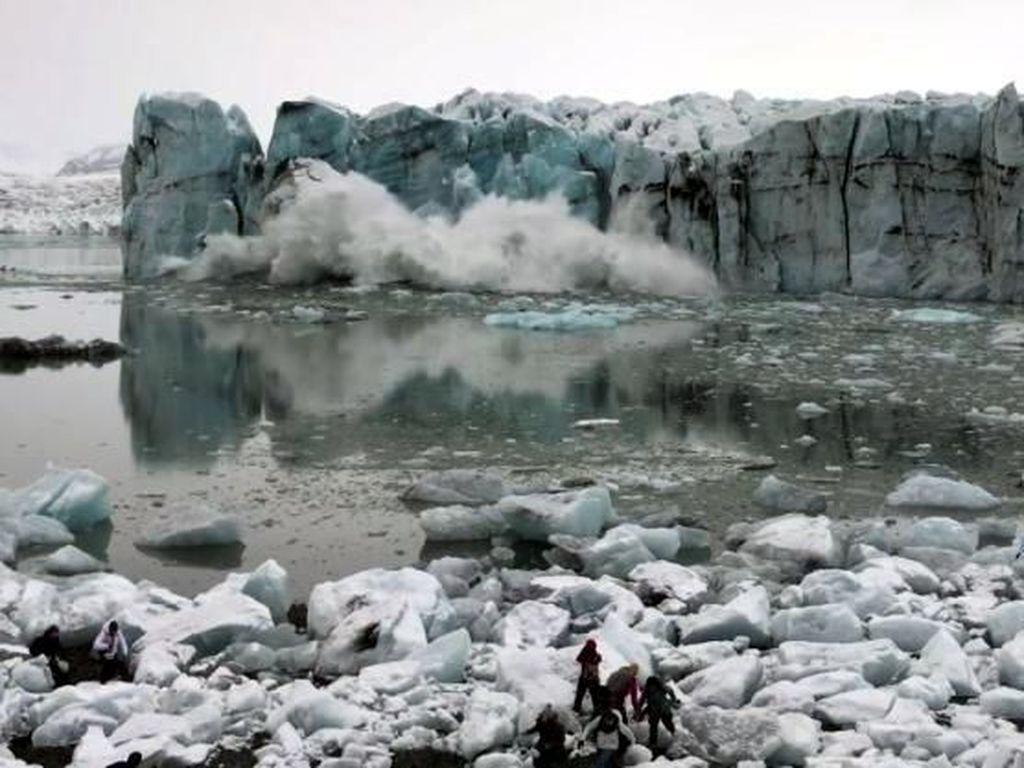 Saat Turis Hampir Mati Tertimpa Gletser Es yang Runtuh